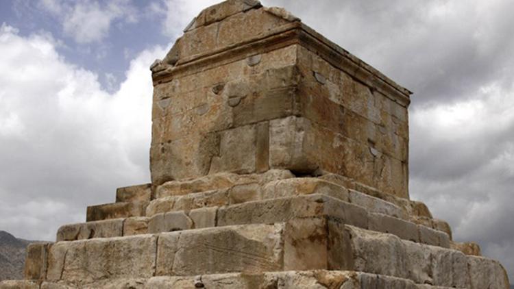 دهها سؤال بیپاسخ درباره مقبره کورش/محل مرگ کورش کجاست؟