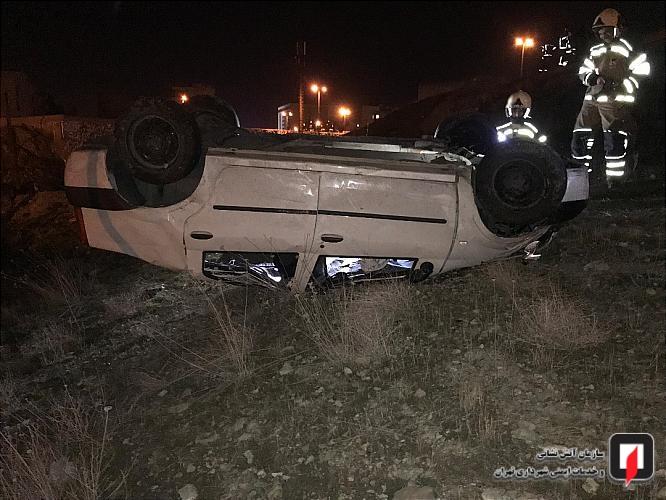 واژگونی خودروی سواری در بزرگراه حکیم