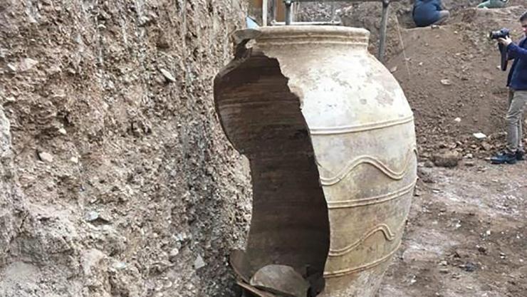کشفیات جدید باستان شناسان در کنار خمرههای شهر ری