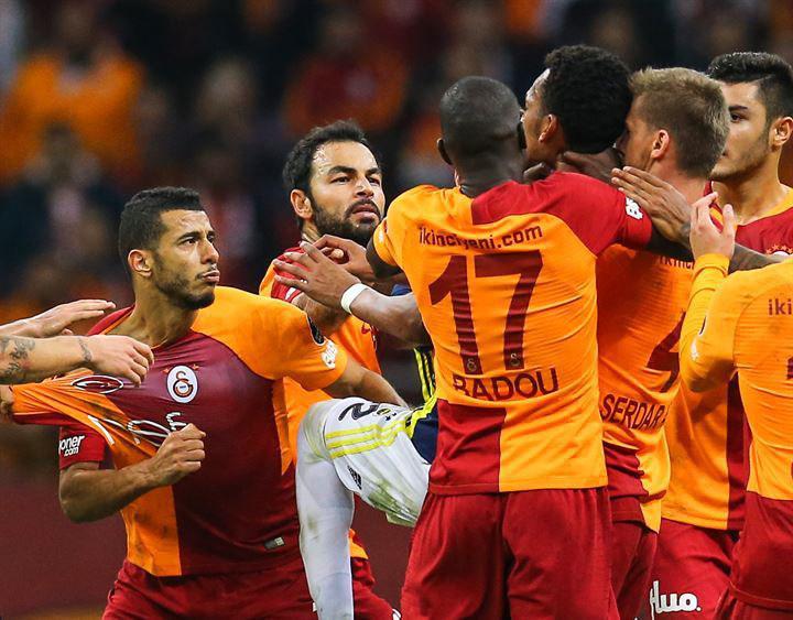 درگیری در دربی بزرگ استانبول