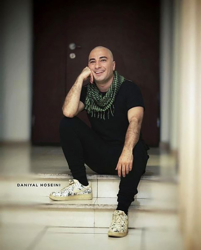 عکس نوید محمدزاده با سر تراشیده