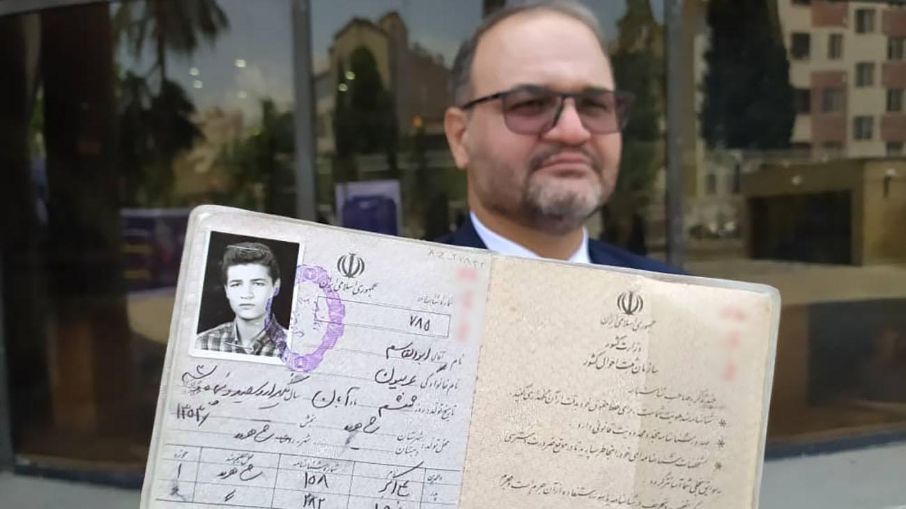 ابوالقاسم عربیون در ثبت نام انتخابات 1400