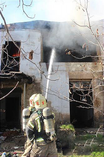 آتش سوزی سوله بزرگ در کوچه های باریک مرکز پایتخت