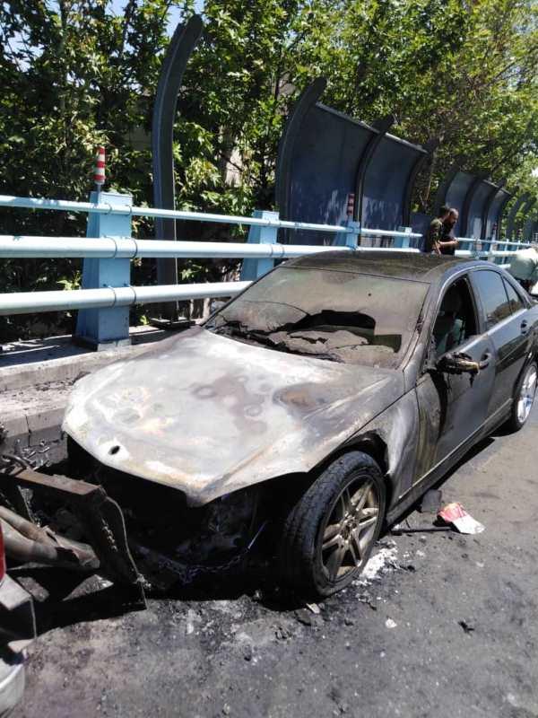 تصاویر حریق سواری بنز روی پل ارتش