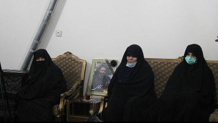 حضور جمعی از نمایندگان مجلس در منزل شهید امر به معروف محمدی