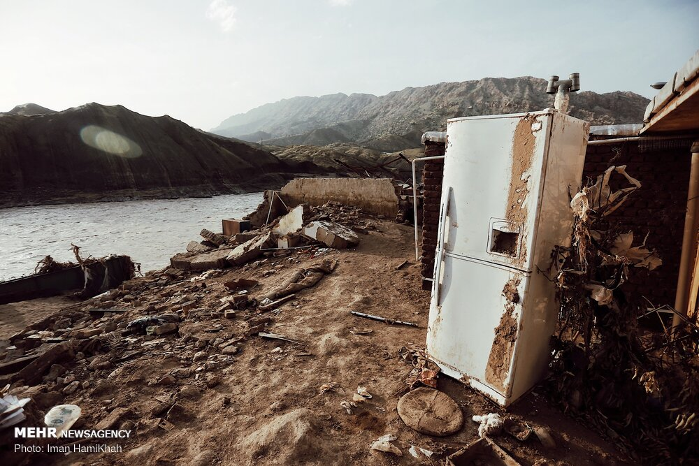 آثار گل و لای در مناطق سیل زده پلدختر
