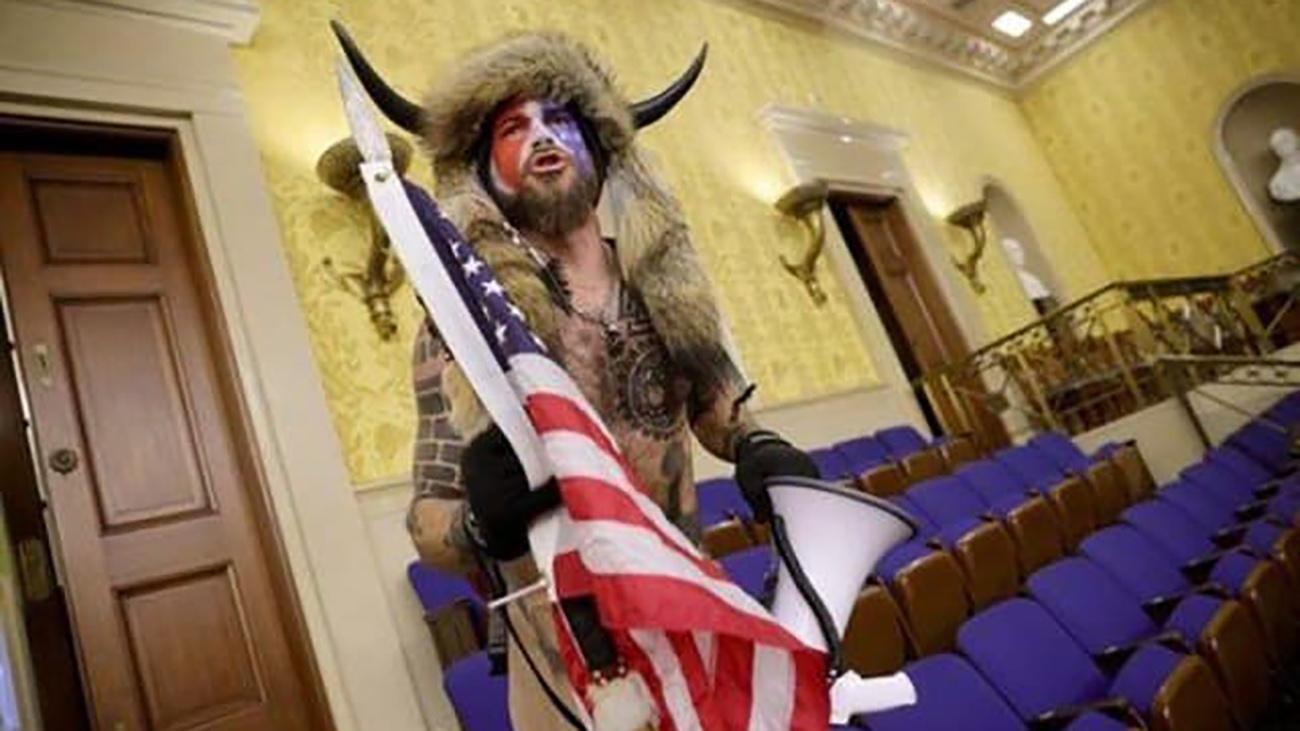 مرد شاخدار آمریکایی در کنگره آمریکا