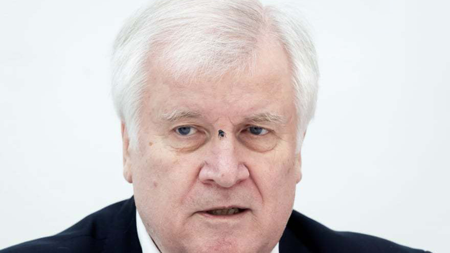 مگس روی بینی وزیر آلمان
