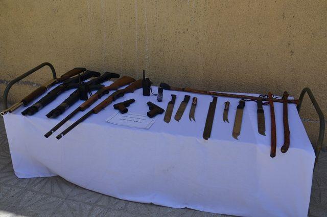 سلاح های کشف شده از اراذل و اوباش کرمانشاه