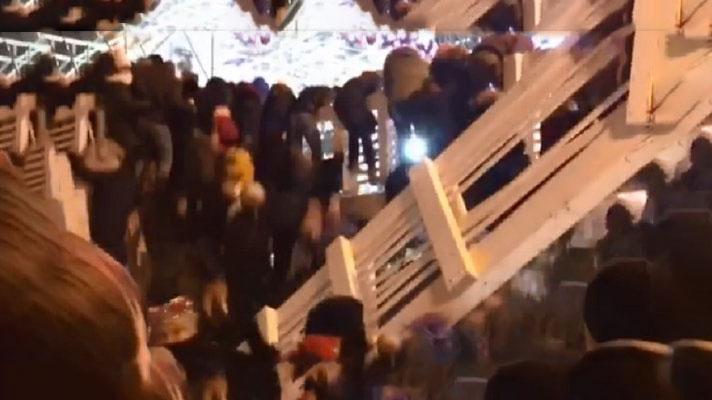 زخمی شدن ۱۳ نفر در حادثه فروریختن یک پل در جشن سال نو مسکو