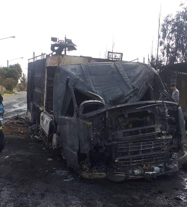 تصویری از ماشین آتش نشانی در حریق کارخانه قم سوخت