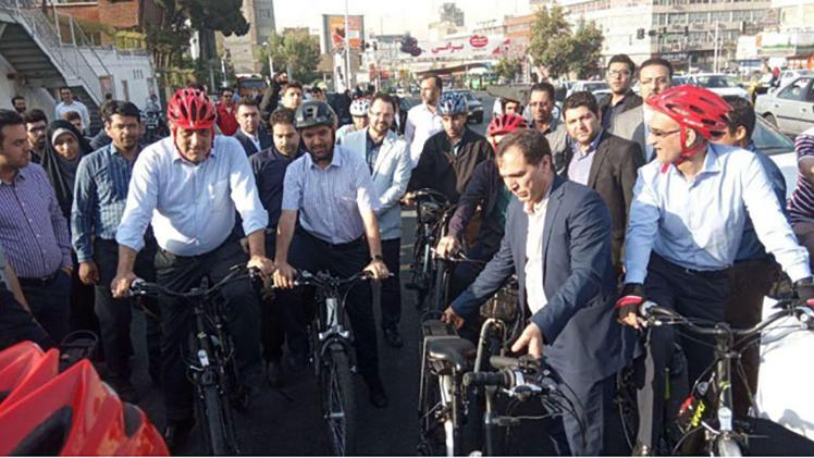 دوچرخهسواری آذری جهرمی همراه با شهردار تهران