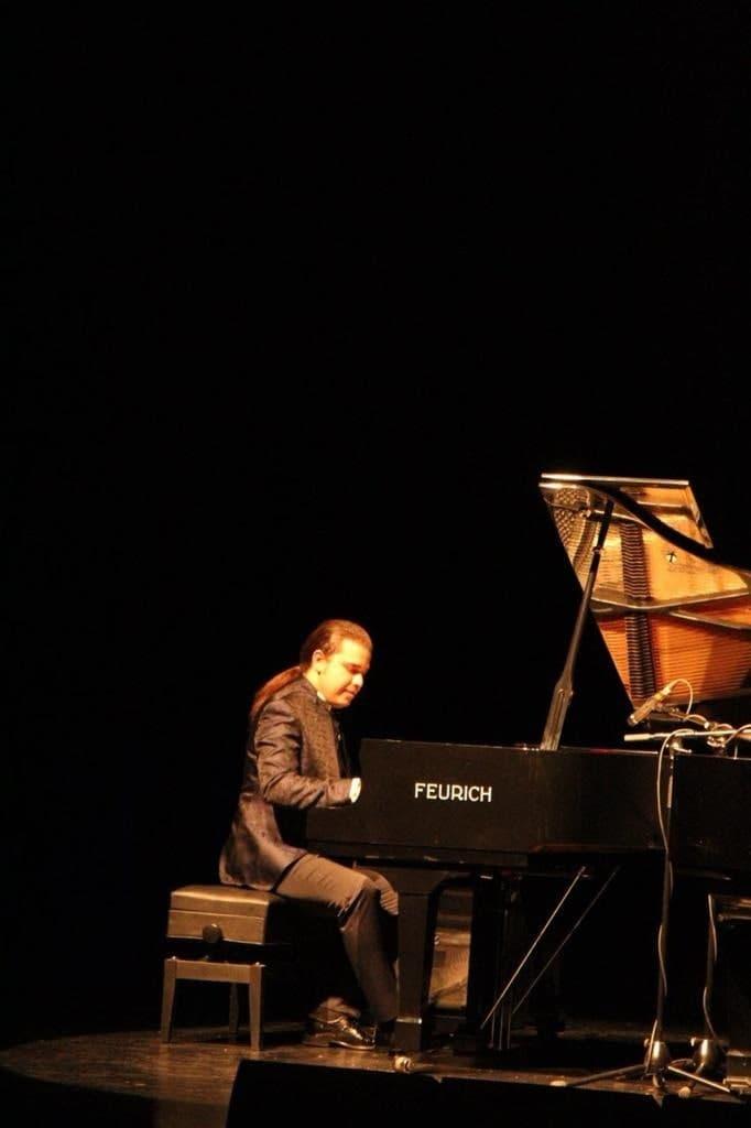 نواختن پیانو پیام صمیمی