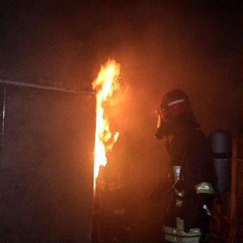 نجات ۴ نفر از میان شعله های آتش با جانفشانی مرد همسایه در مشهد