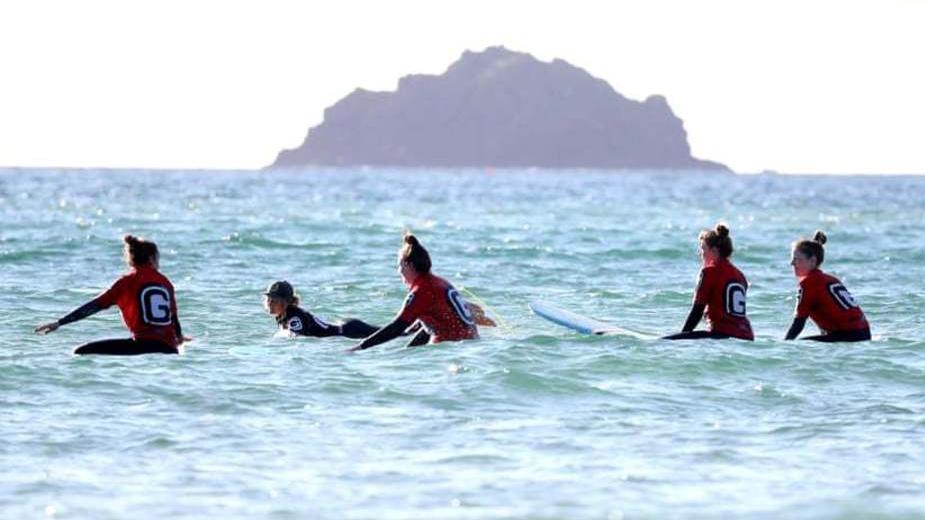 زنان موج سوار