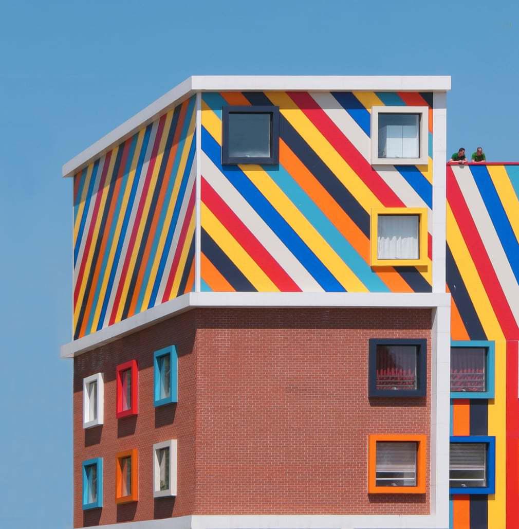 ساختمان رنگی 3