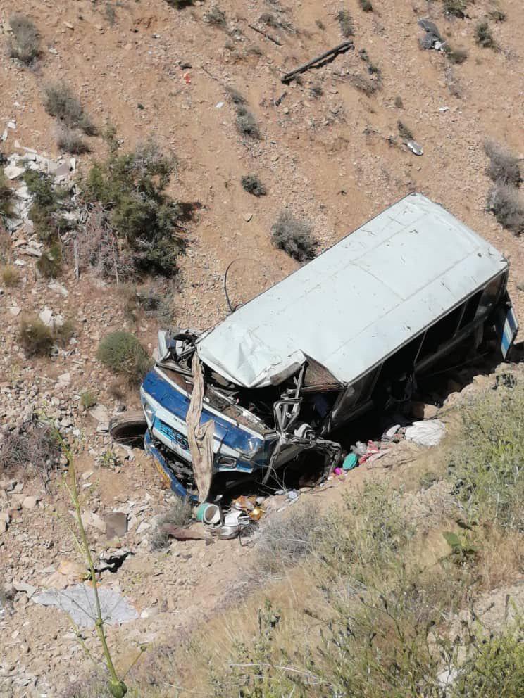 سقوط خونین مینی بوس به دره فیروزکوه / حال 15 نفر وخیم است