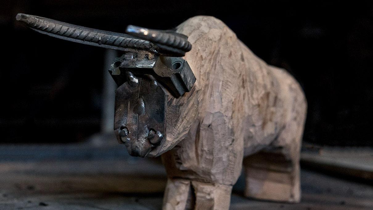 ساخت مجسمه گاو