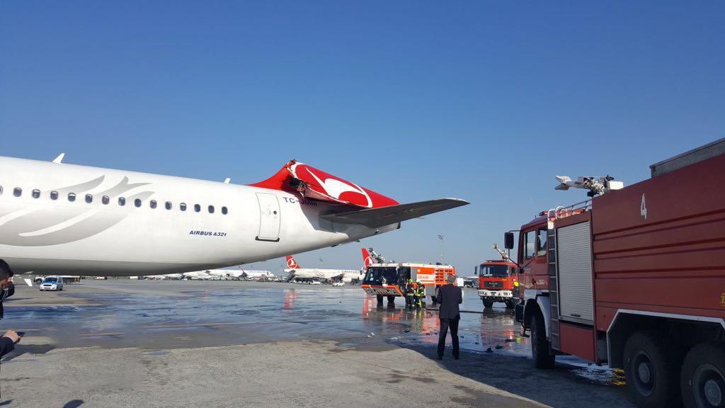 برخورد 2 هواپیما در باند فرودگاه