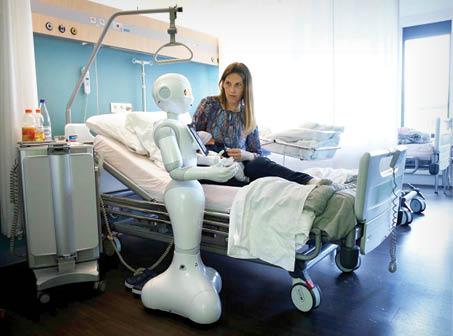 ربات روی تخت