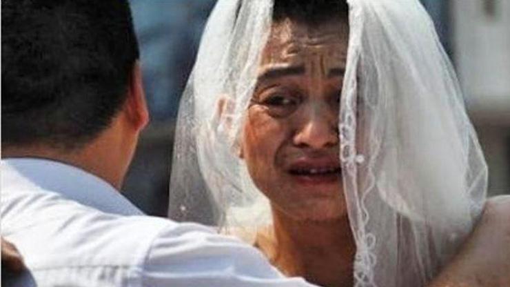 داستان تأثیرگذار مرد چینی که هر روز لباس عروس میپوشید