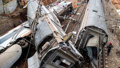 تصاویر لحظه خروج مرگبار قطار از ریل + جزییات