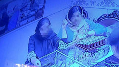 انتشار اولین فیلم از دسیسه های شوم 2 زن شیک پوش + جزییات