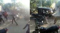 حمله شیر گرسنه به اهالی یک روستا در هند + فیلم