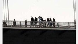 عکس از لحظه خودکشی دختر مهابادی از روی پل! + جزییات