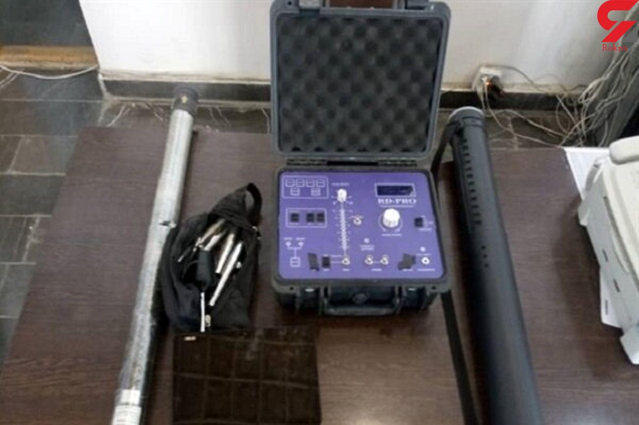 کشف یک دستگاه فلزیاب پیشرفته در خرمآباد