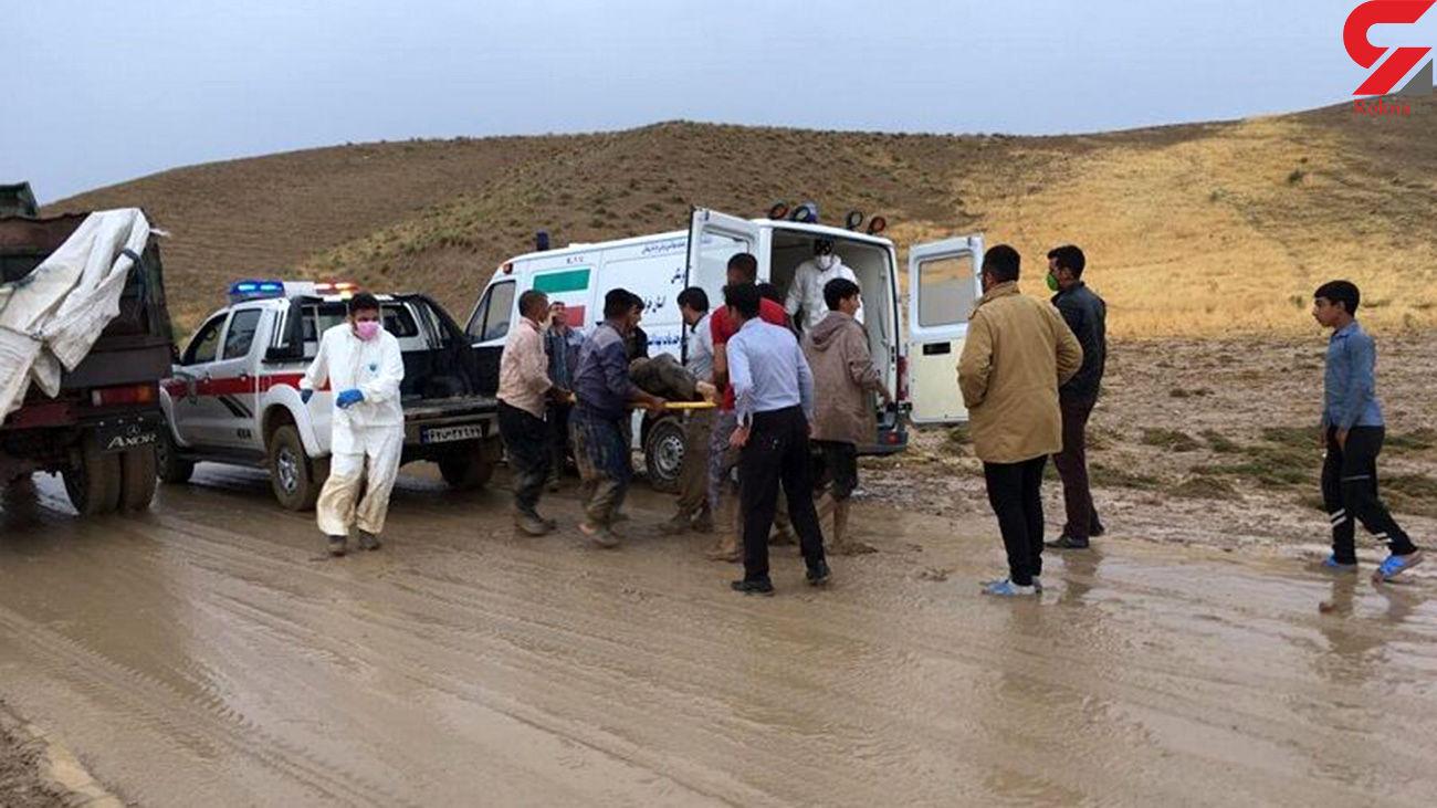 نجات پنج نفر از اعضای یک خانواده از سیل توسط هلالاحمر خراسان شمالی