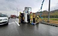 واژگونی یک کامیونت در بزرگراه بسیج + عکس