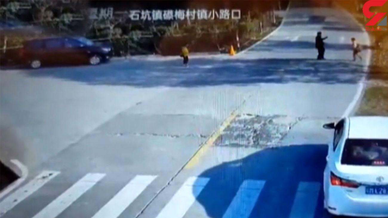 واکنش یک راننده کودک را از مرگ حتمی نجات داد + فیلم
