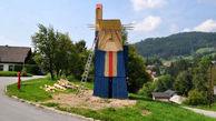 مجسمه چوبی و مسخره ترامپ در زادگاه ملانیا+عکس
