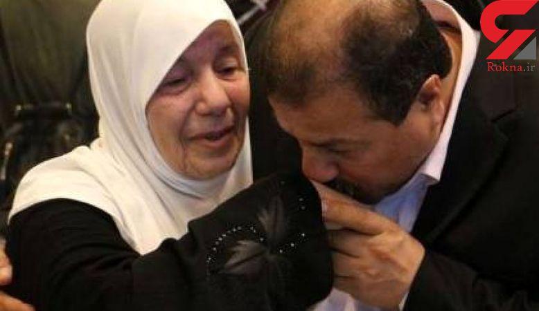 این مرد که بیشتر عمرش را در زندان و تبعید است پس از سال ها با مادرش دیدار کرد+ عکس