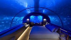 در این هتل زیرآبی در کنار ماهی ها بخوابید