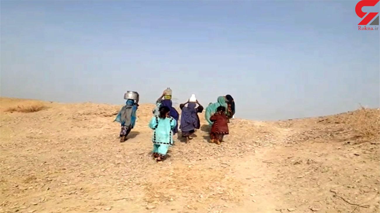 """کولبری 2 کیلومتری دختران بلوچ برای تامین آب / اینجا روستای""""کهنکاکش پایین"""" است + فیلم"""