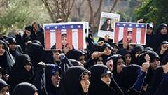 تجمع اعتراضی طلاب جامعهالزهرا(س) به خاطر یک زن