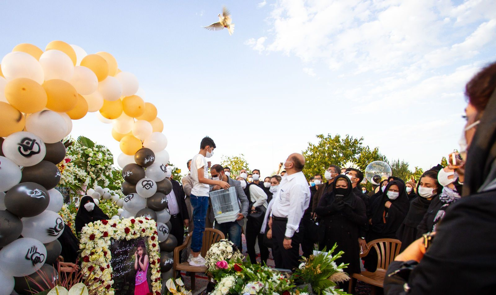 تولد ویانا فرزند مدافعان سلامت بر سر مزارش + عکس