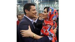 عکس عاشقانه فغانی و همسرش در فرودگاه