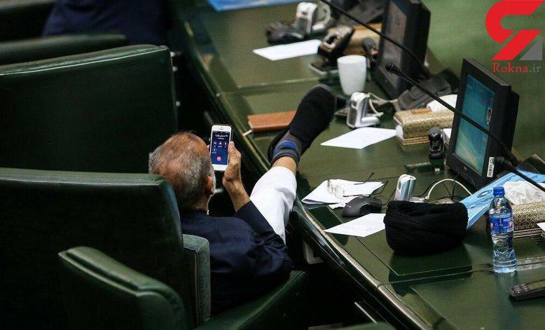 عکس عجیب از شکل نشستن نماینده مجلس میناب در صحن علنی مجلس جنجال به پا کرد+ تصویر