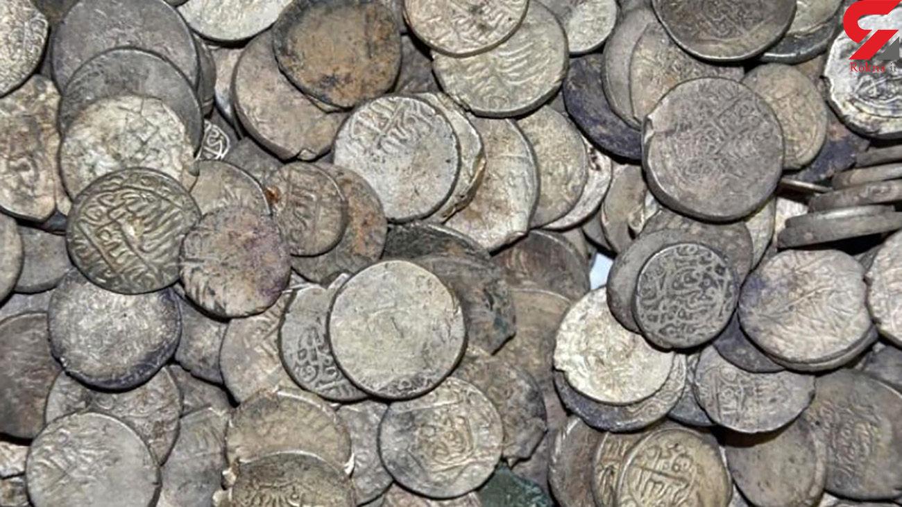 کشف 1500 سکه تاریخی در همدان + عکس