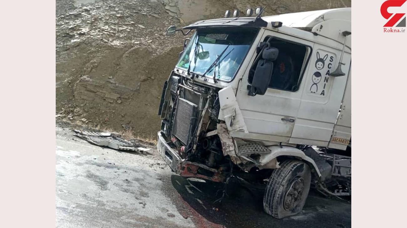 2 مصدوم در تصادف سمند و تریلر در کیار + عکس