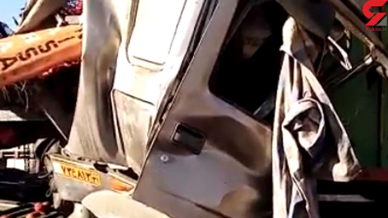 تصادف وحشتناک در اطراف تهران / تریلی متلاشی شد + فیلم