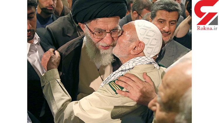 تصاویر عاطفی رهبر انقلاب در دیدار با خانواده های شهدا