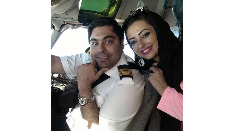 عکس دو نفره خانم بازیگر و همسر خلبانش در کابین هواپیما +عکس