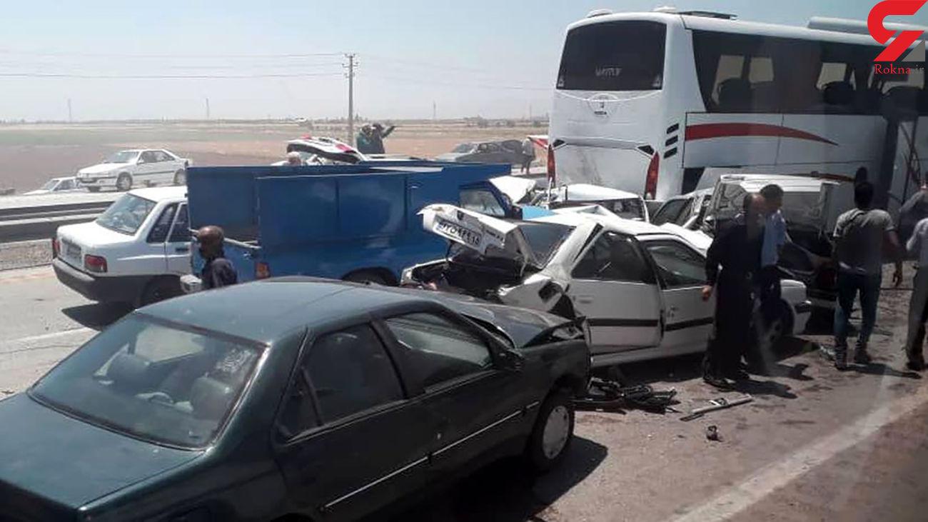 عکس/ تصادف زنجیره ای در آزادراه کرج- قزوین