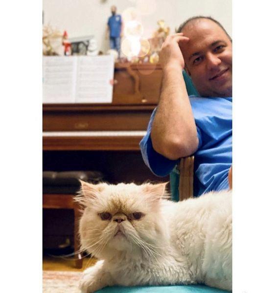 علی اوجی و گربه اش + عکس
