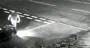 تصادف عمدی یک خودرو با عابر پیاده + فیلم