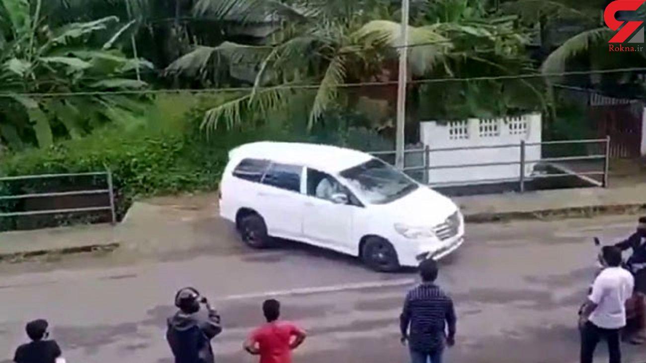 پارک کردن فوق حرفهای راننده هندی! + فیلم